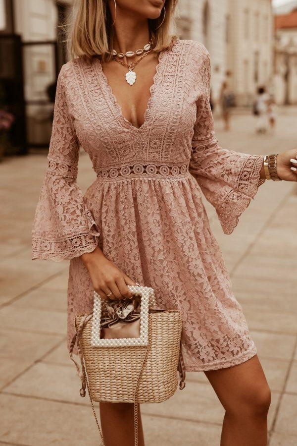 šaty moira pudrove